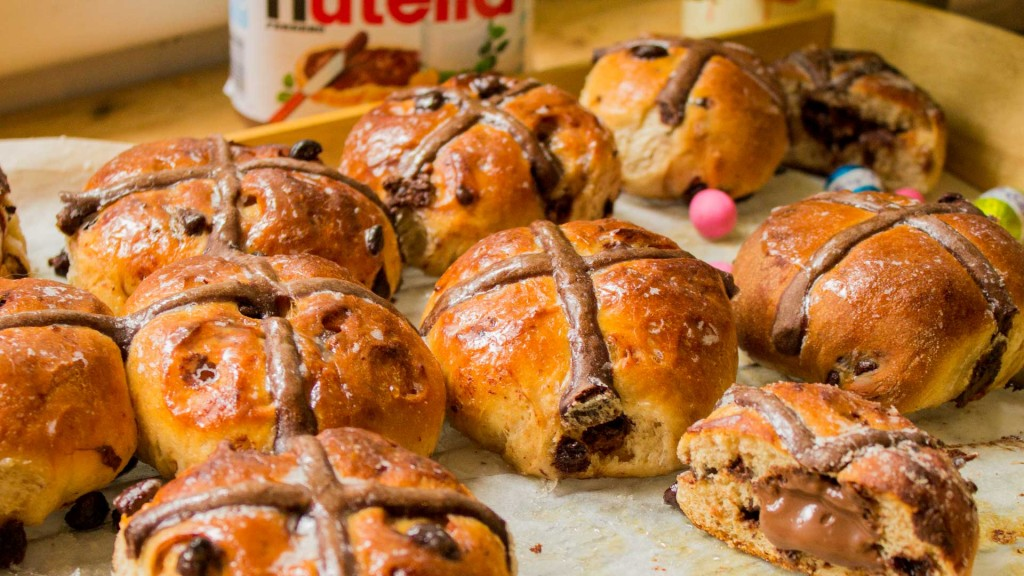 FB-R67-Nutella-hot-cross-buns-ritchies-clean