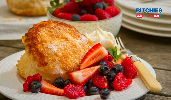 sugar puffs with berries and mascarpone